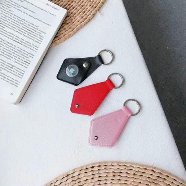 ブランドApple AirTag ケース 革製ネクタイ型アップル エアタグ ケースカラビナ付き保護ケース紛失防止Airtagsキーファインダーカバー 防塵 シンプル質感モノグラムケース チエーン付きGPSファインダーデバイス Bluetooth アクセサリー軽量